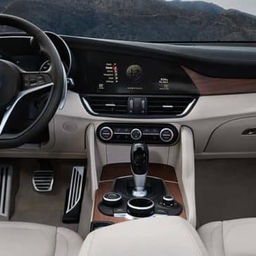2019 Alfa Romeo Giulia dashboard controls