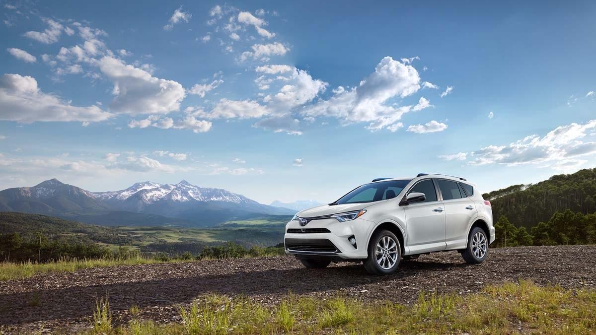 2017 Toyota RAV4 white exterior