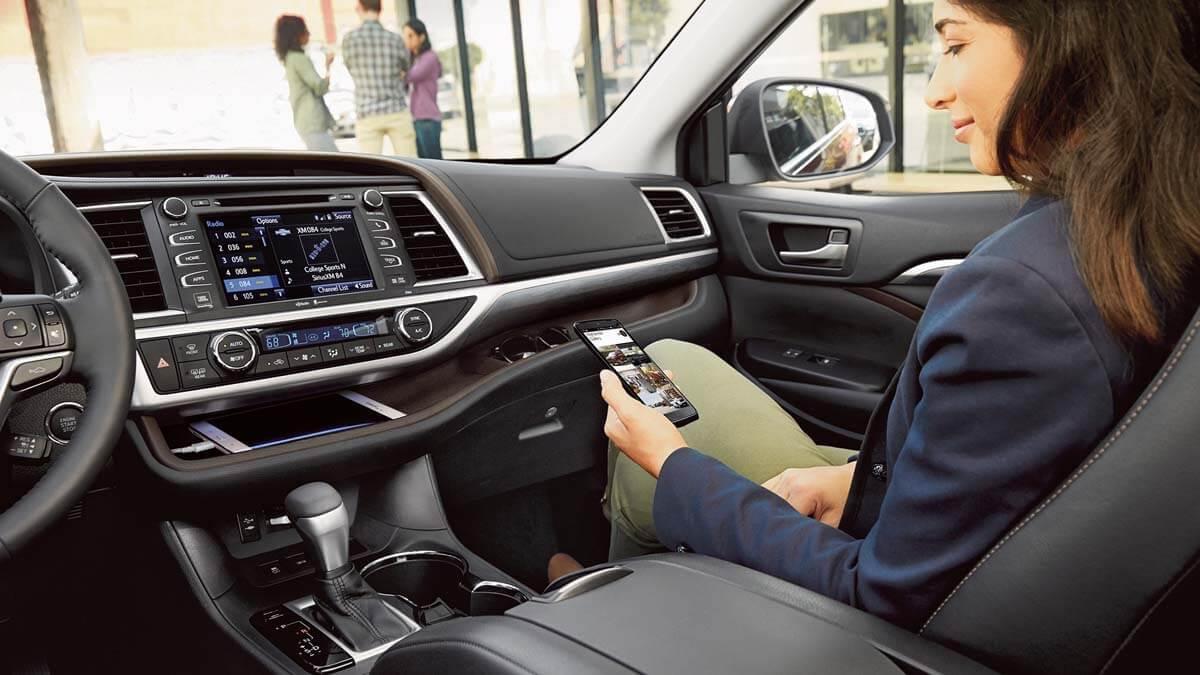 2017 Toyota Highlander front interior
