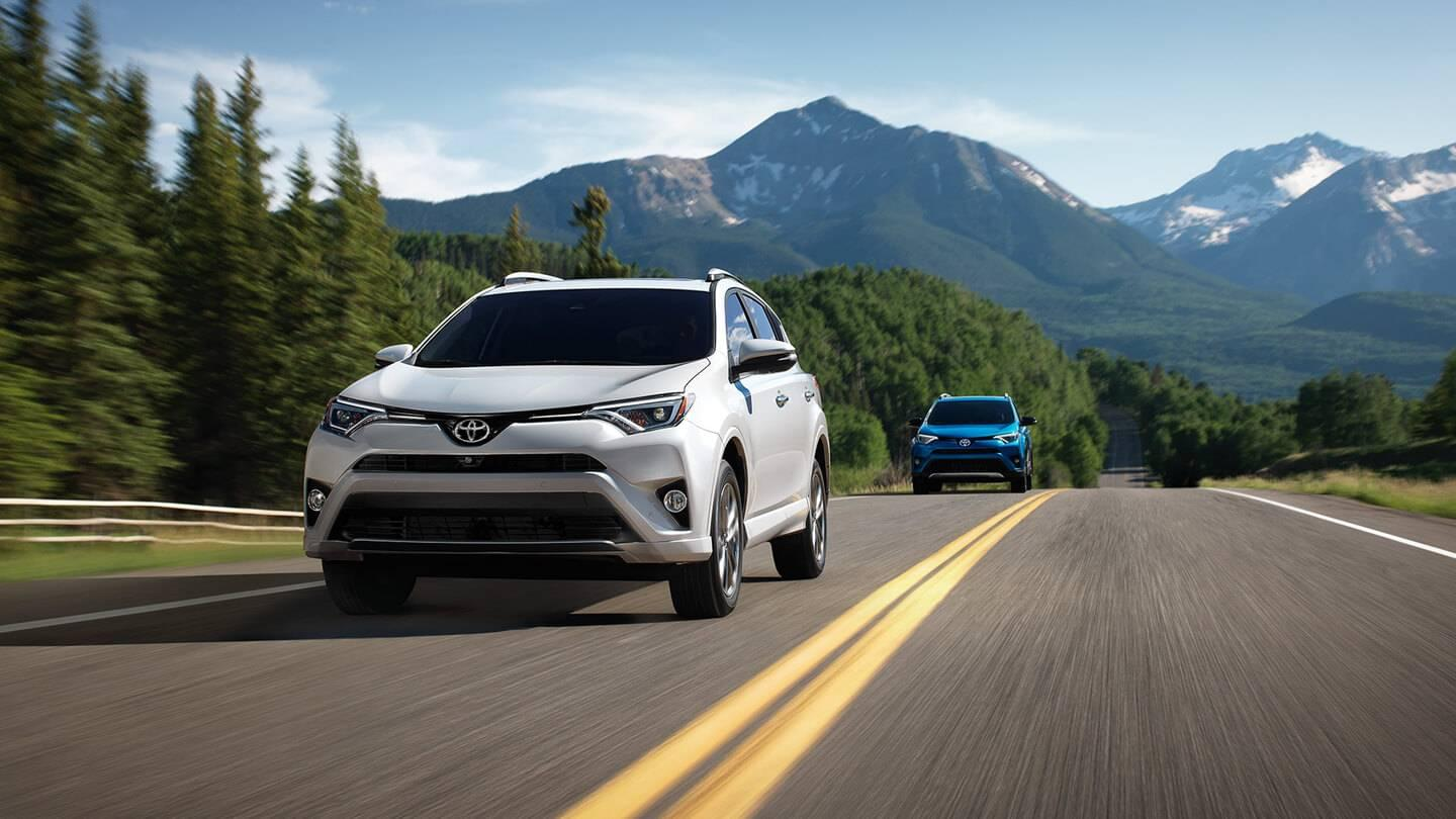 2017 Toyota RAV4 white exterior model