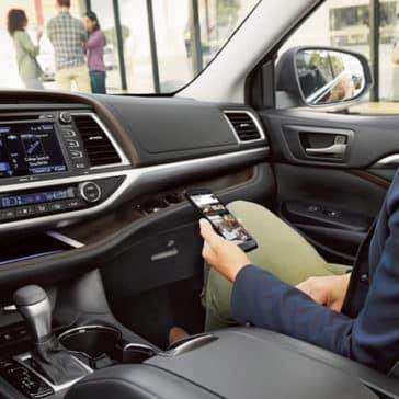 2018 Toyota Highlander front interior