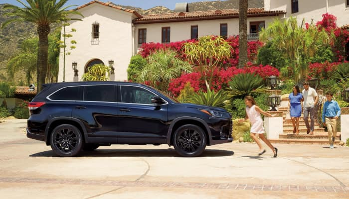 The sleek exterior of the 2019 Toyota Highlander