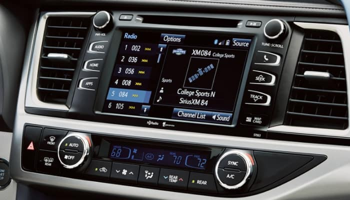 Touchscreen display inside the 2019 Toyota Highlander