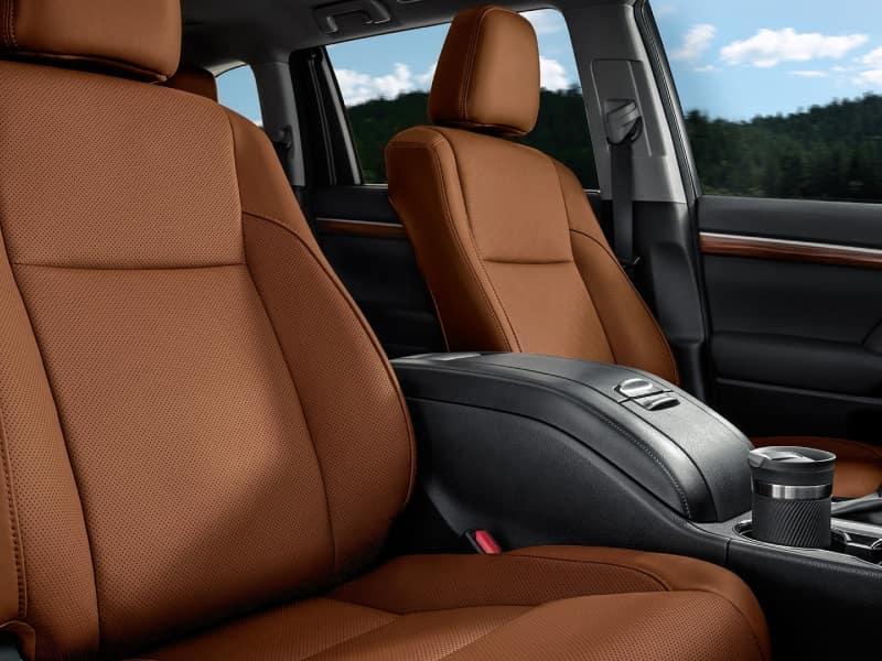 2019 Toyota Highlander vs 2019 Toyota RAV4 Interior Features