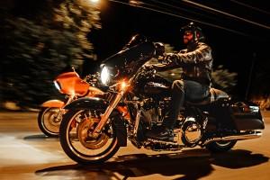 2016-harley-davidson-street-glide-14-large-riding