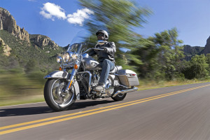 2016-harley-davidson-road-king-21-large