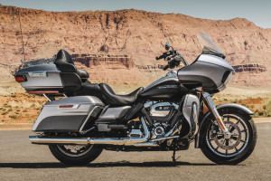 2017 Road Glide® Ultra in the desert