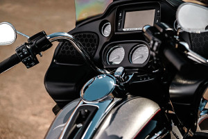 2017 Road Glide® Ultra controls