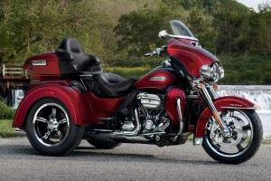 2017 Tri-Glide Ultra in red