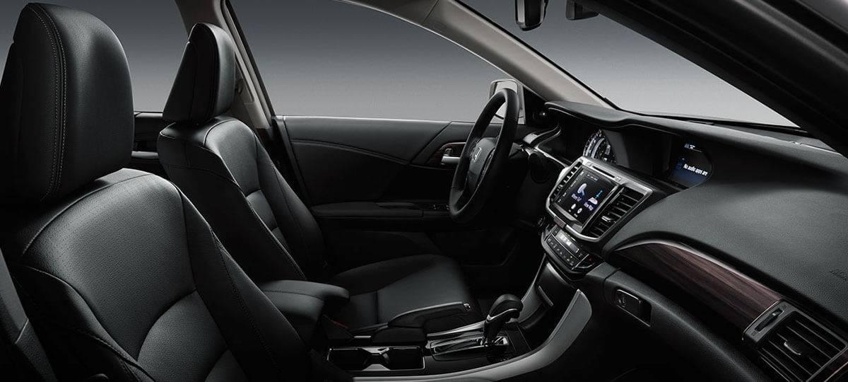 2017-accord-sedan-touring-int-black-leather-interior-finish-1400-1x