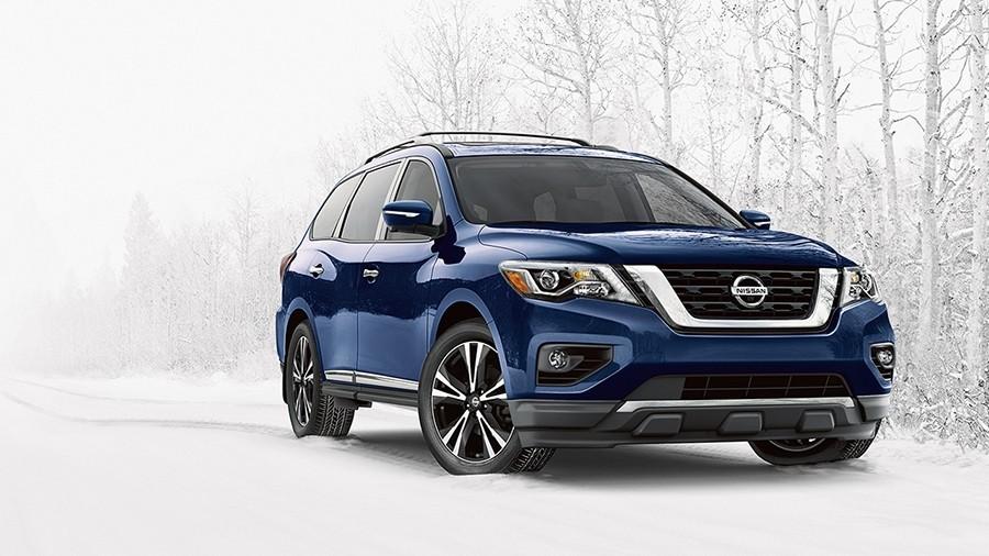 2017 Nissan Pathfinder front grille