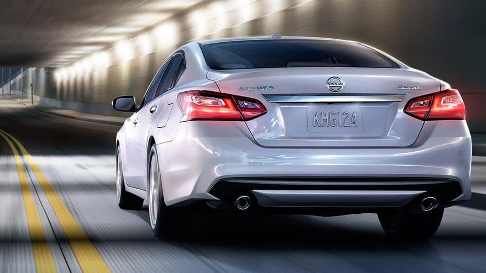2018 nissan altima rear exterior pearl white