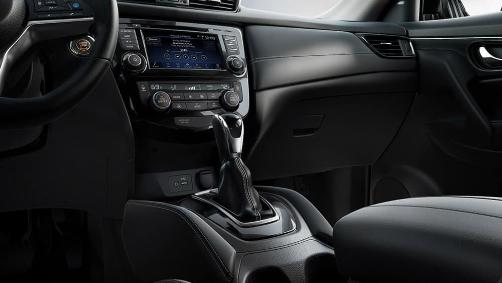 2018 nissan rogue sl front interor charcoal leather