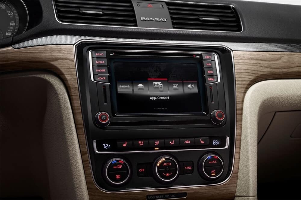 2018 Volkswagen Passat Interior Touch Screen