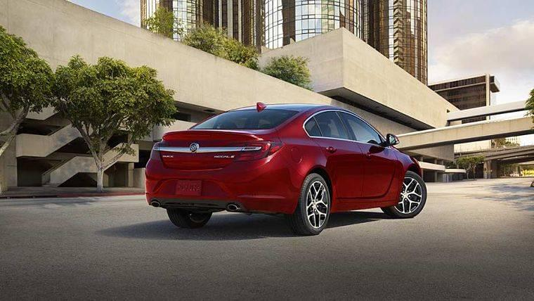 2017 Buick Regal exterior