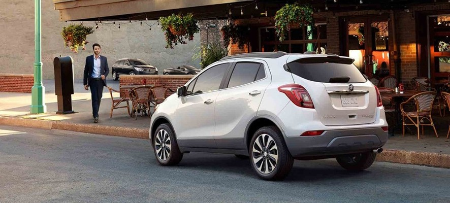 Let 39 s compare 2017 buick encore vs honda hr v doral for Buick encore vs honda hrv