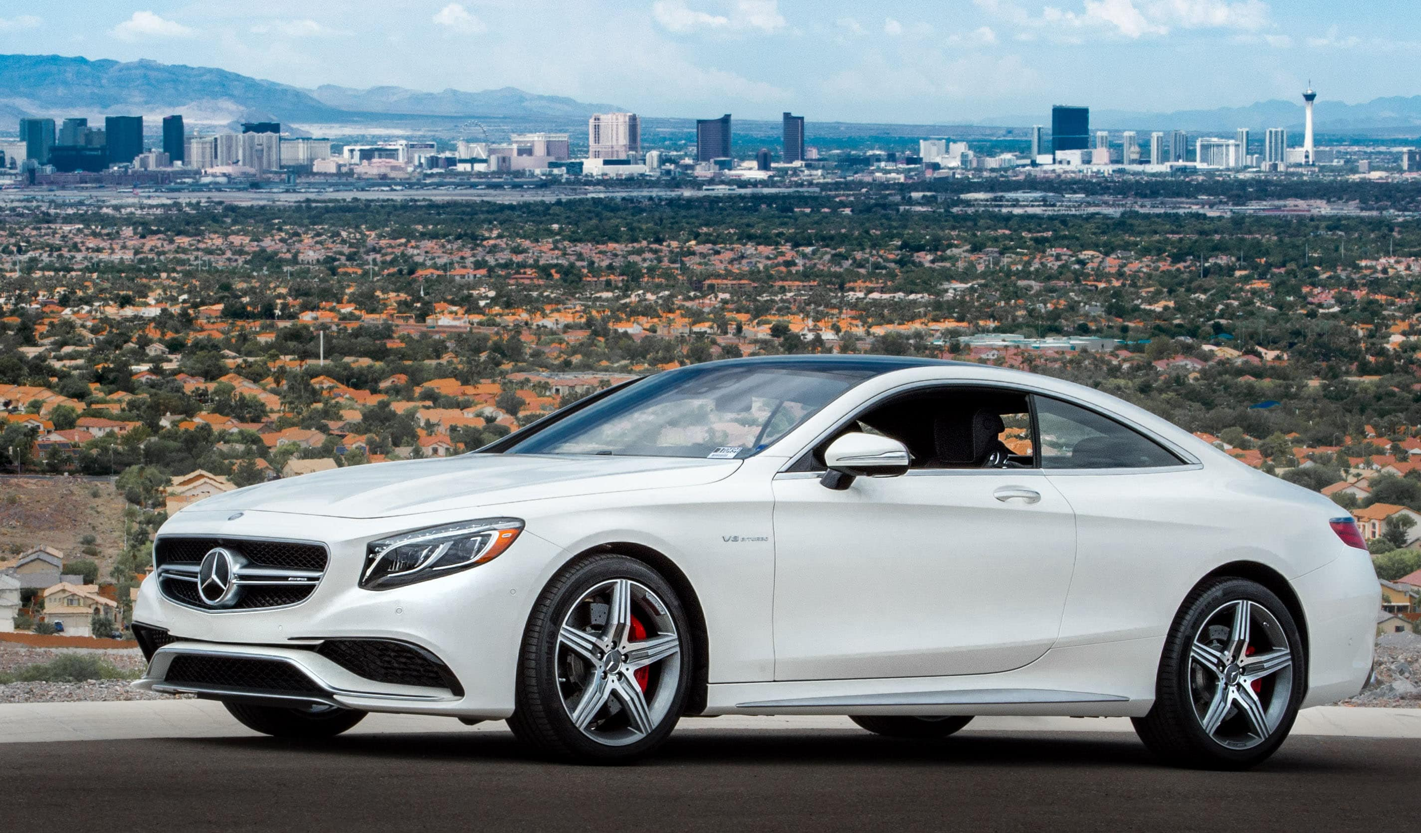 Mercedes-Benz Coupe in front of Las Vegas Skyline 2