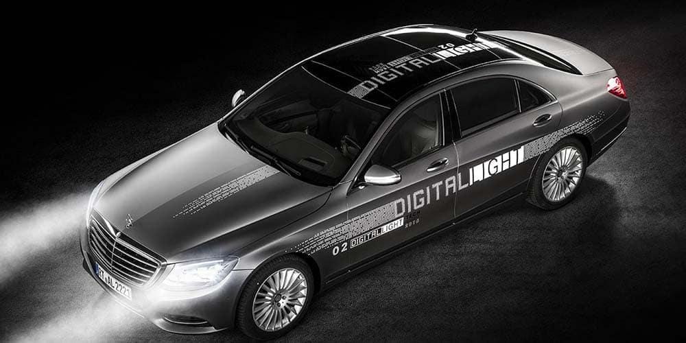 Mercedes-Benz DIGITAL Light demonstrated