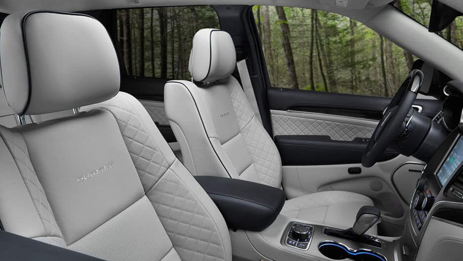 Interior Features of the New Jeep Grand Cherokee at Garber in Saginaw, MI