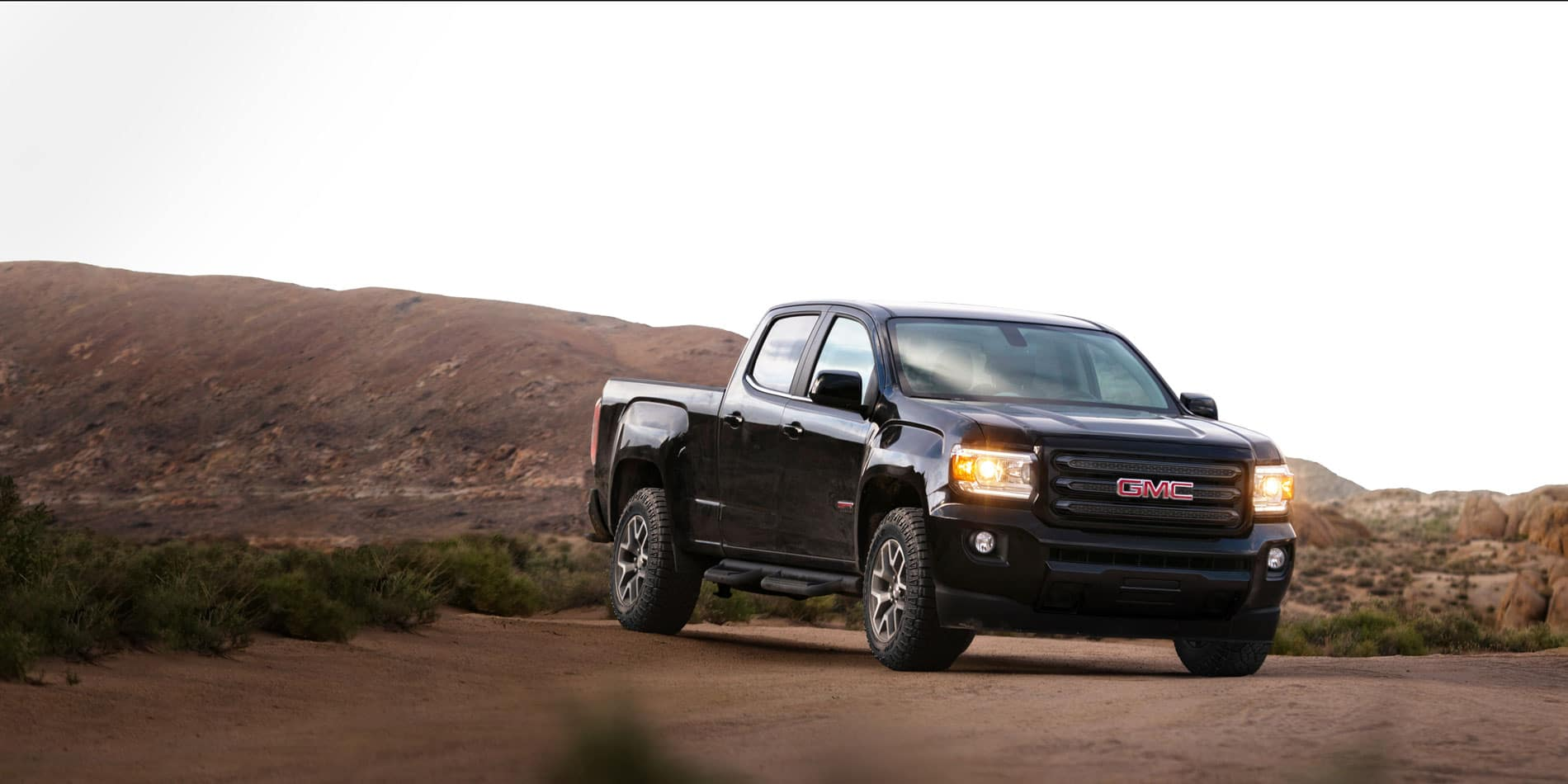 Gmc Canyon Vs Ford Ranger Blast From The Past Rivalry Starter Motor Wiring Harness Takes On Looks Of Its Big Brother Sierra 1500 With Flat Front End Sharp Shoulders And Blocky Overall Styling