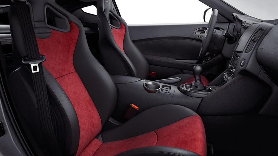 Interior Features of the New Nissan 370Z at Garber in Saginaw, MI