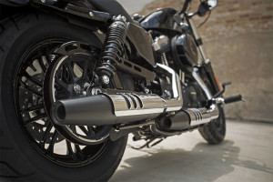 2016 Forty-Eight exhaust pipe