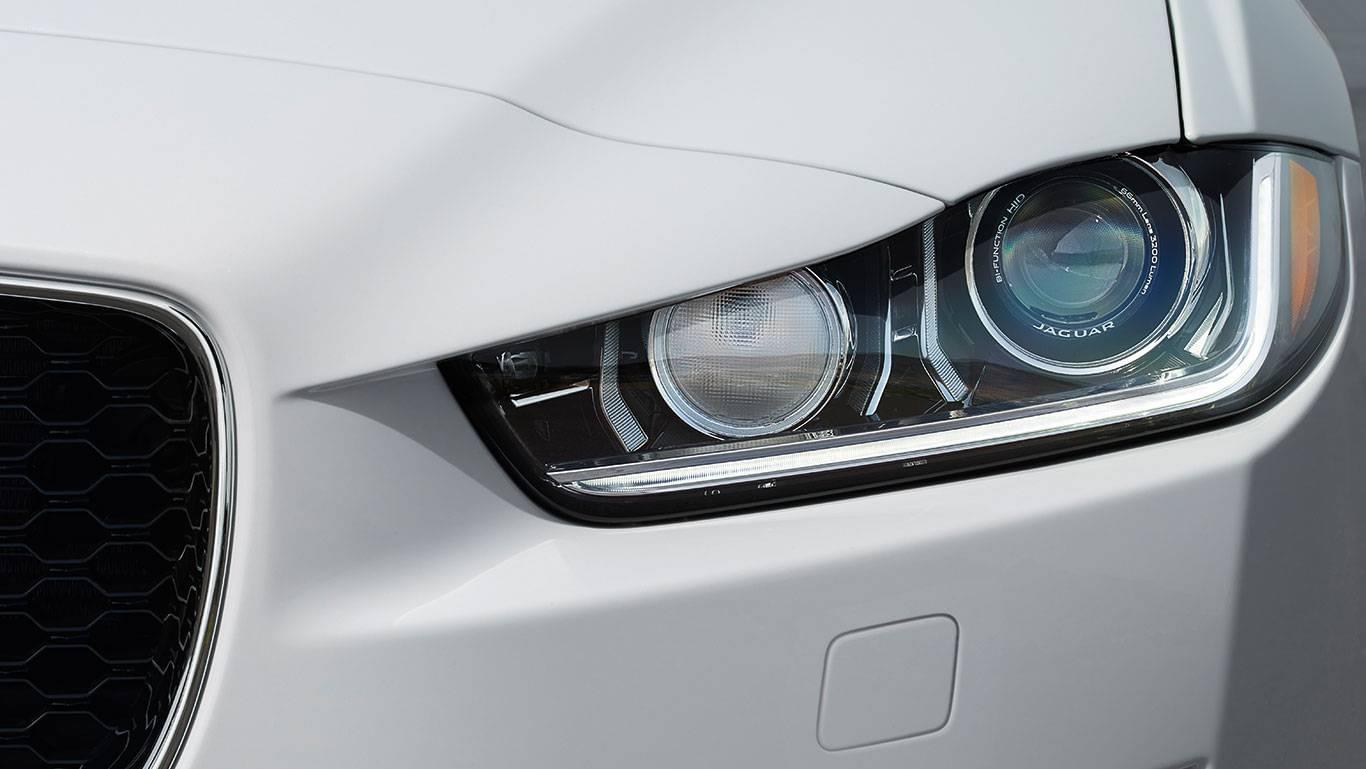 2018 Jaguar XE front headlight