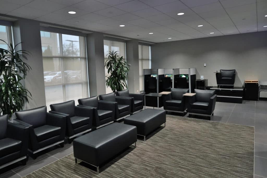 mcgrath-acura-of-westmont-lounge-seats