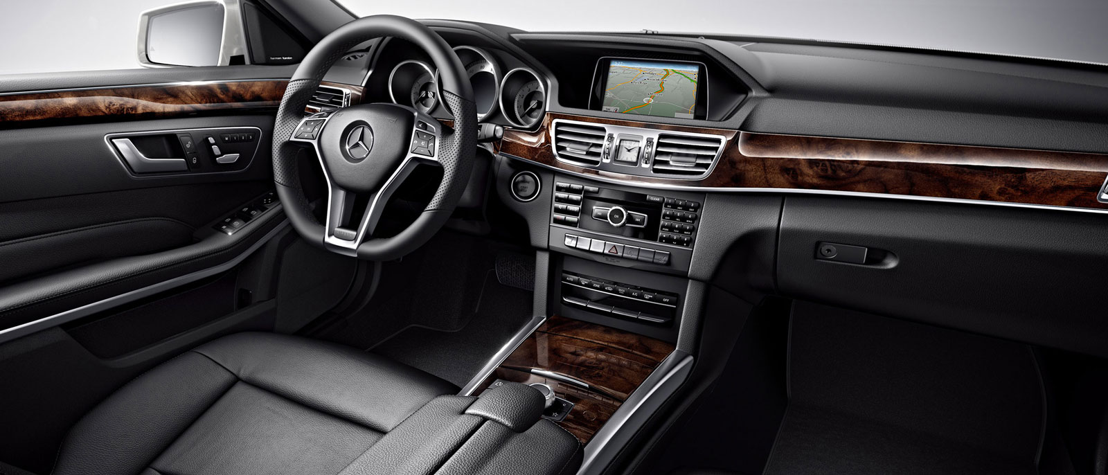 Enjoy Pure Luxury with the 2016 Mercedes-Benz E400 Sedan