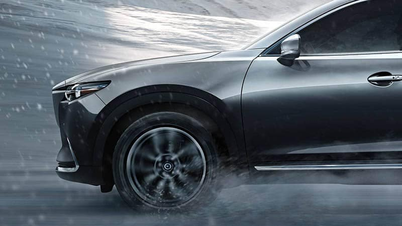 Mazda CX-9 Driving in Snow