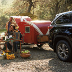 2016 Toyota Highlander tows trailer