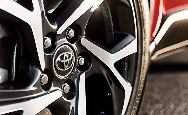 2018 Toyota C-HR XLE Wheel