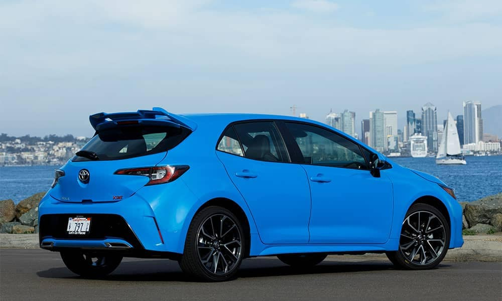 2019 Toyota Corolla Hatchback rear 3:4 view