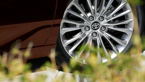 2019 Toyota Avalon Hybrid Limited wheel detail