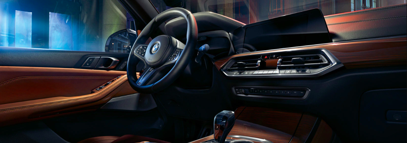 Interior view of a 2020 BMW X5