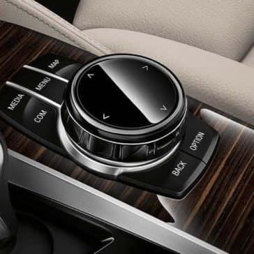 2019 BMW 5 Series controls