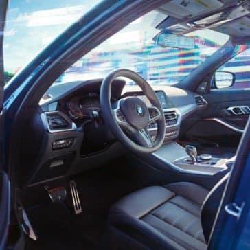 2019-BMW-3-Series-spacious-cockpit