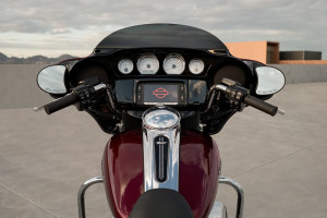 2017 Harley Street Glide Special infotainment