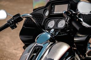 Harley-Davidson Road Glide Ultra details