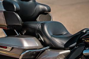 Harley-Davidson Road Glide Ultra leather seats