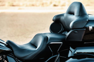 Harley-Davidson Tri Glide Ultra seats and speakers