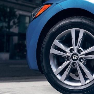 2017 Hyundai Elantra wheel detail