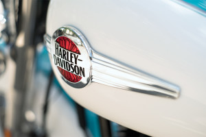 2016 Heritage Softail Classic badge close-up