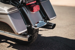 Harley-Davidson Road Glide Ultra exhaust tips