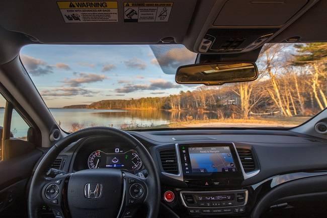 2017 Honda Pilot Technology in Milwaukee, WI