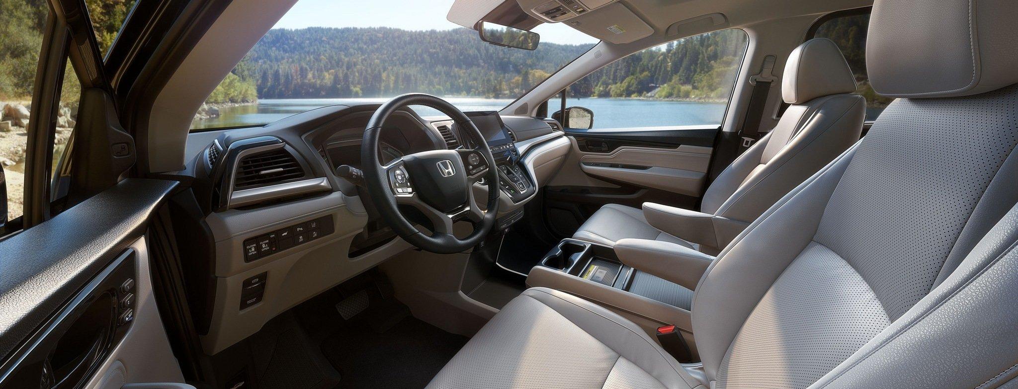 2018 Honda Odyssey front interior - Milwaukee, WI