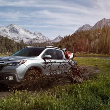 2018 honda ridgeline driving through mud