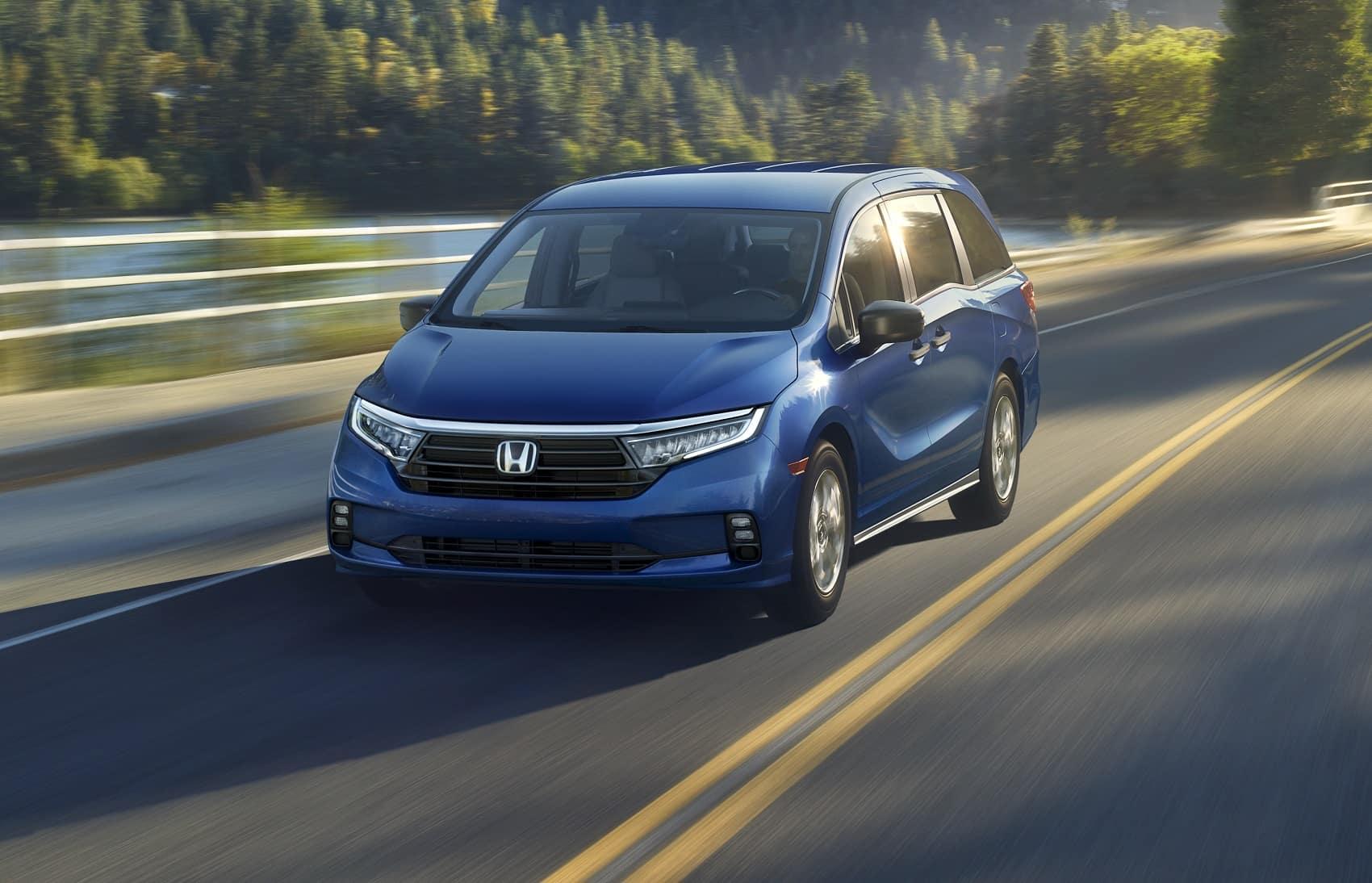 2022 Honda Odyssey Driving