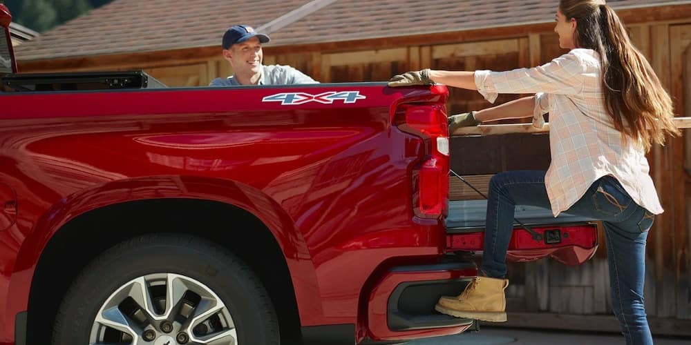 step on bumper of 2019 Chevrolet Silverado 1500