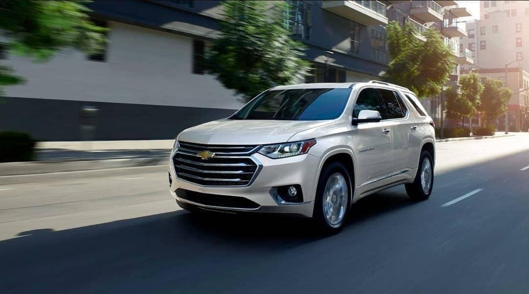 2019-Chevrolet-Traverse-on-street